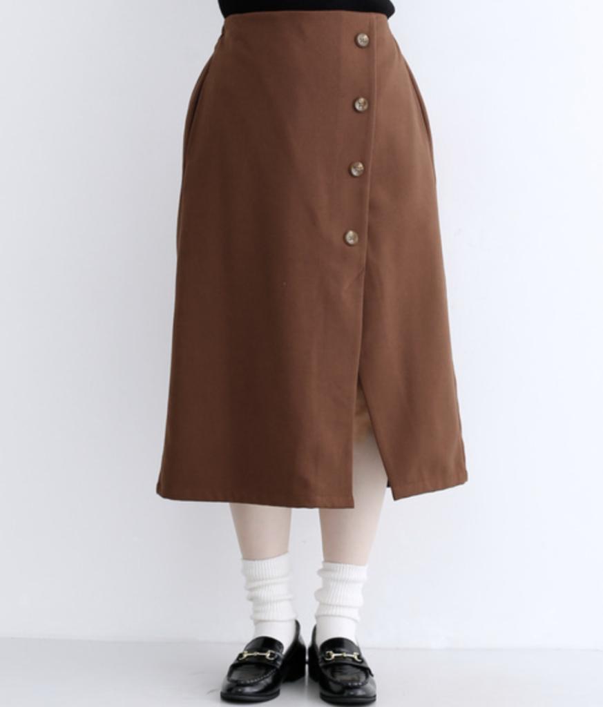 merlotの、フトンドボタンアシンメトリースカート